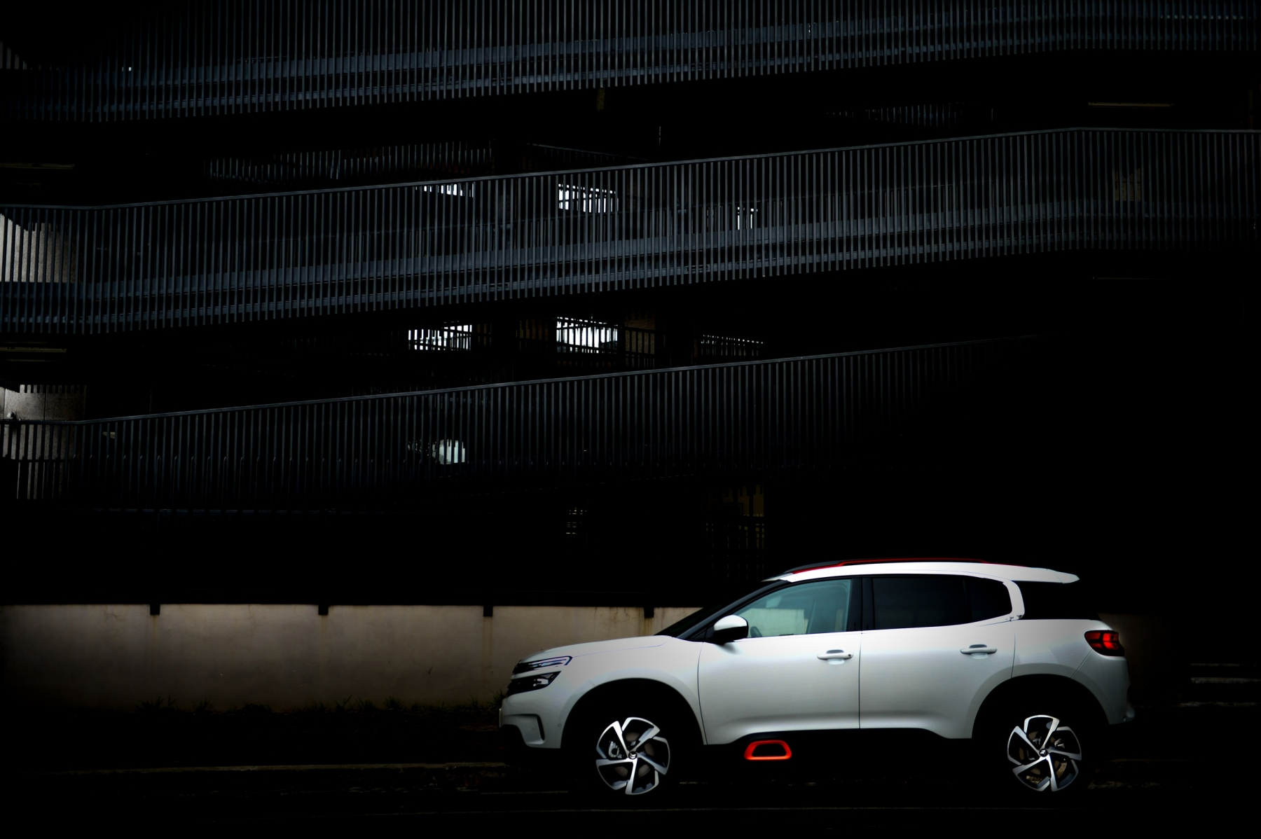 LR5_EDIT-EXPORT_CITROEN-C5-AIRCROSS_overall-64