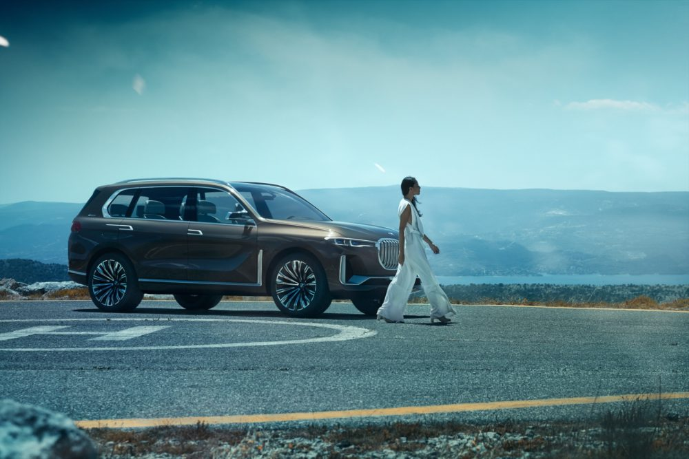 """30.12.intv - COVER STORY: REVEAL BMW X7 01'15""""@00'48"""" -"""