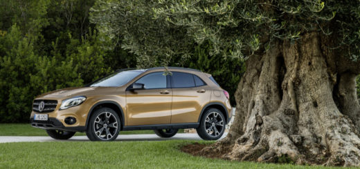 Mercedes-Benz GLA 220d 4MATIC, canyonbeige, Fahraufnahme ;Kraftstoffverbrauch kombiniert: 4,8 l/100 km, CO2-Emissionen kombiniert: 127 g/km Mercedes-Benz GLA 220d 4MATIC, canyon beige, driving shot; Fuel consumption combined: 4.8 l/100 km; Combined CO2 emissions: 127 g/km - IN TV SU DRIVELIFE DEL 25 MARZO