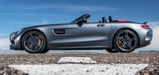 AMG GT C Roadster designo selenit grey magno Exclusive Nappa leather/DINAMICA microfibre black/ red topstitching AMG GT C Roadster designo selenitgrau magno Leder Exclusiv Nappa/Microfaser DINAMICA schwarz/ rote Ziernähte Kraftstoffverbrauch kombiniert: 11,4 l/100 km CO2-Emissionen kombiniert: 259 g/km Fuel consumption combined: 11.4 l/100 km Combined CO2 emissions: 259 g/km - in tv su drivelife del 8 aprile